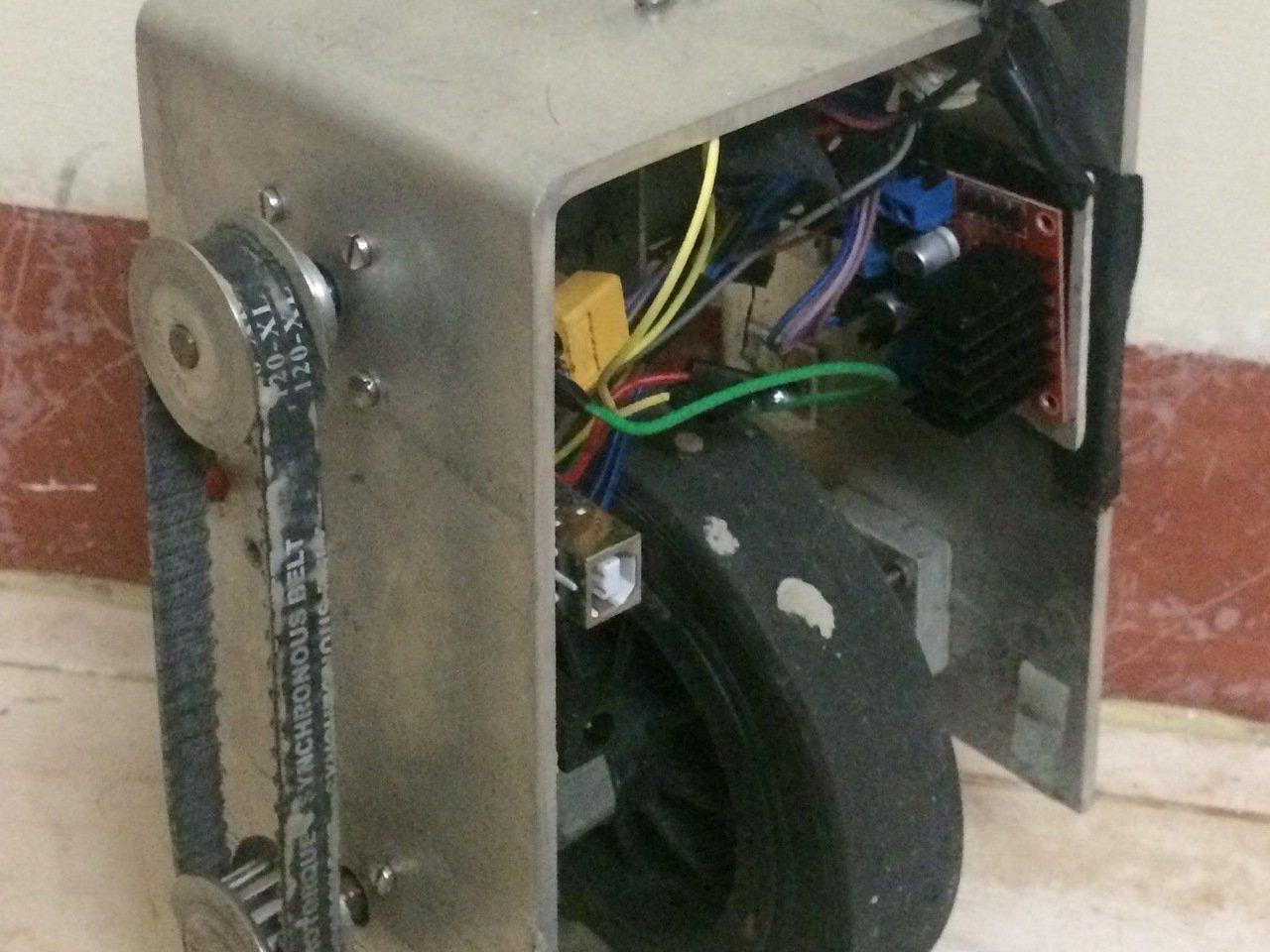 One wheeled balancing robot