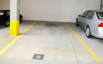 Large covered garage parking spot (Washington)
