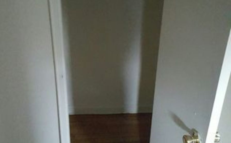 Alcove Room with Full Closet Empty