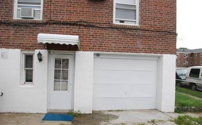 Garage for rent in Flushing, NY