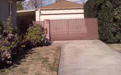 2 car garage for rent in Sherman Oaks