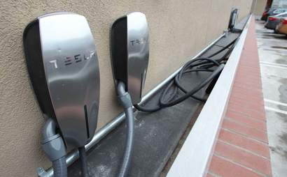 Well placed JFK airport parking, equipped to charge Hybrids/Teslas