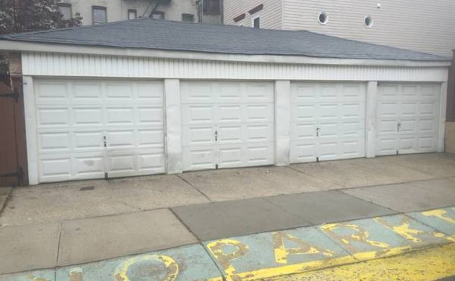 1 Garage Bay available in Brookyln available for parking now!