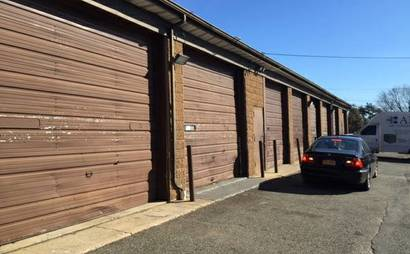 Large garage space available for rent! Ideal for big storage or contractor needs
