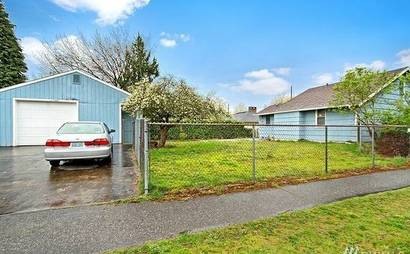 540 square foot garage STORAGE with driveway space for 4 cars