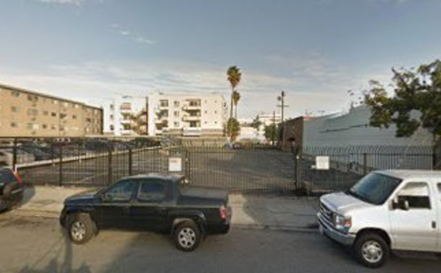 Long term parking space available in Hollywood