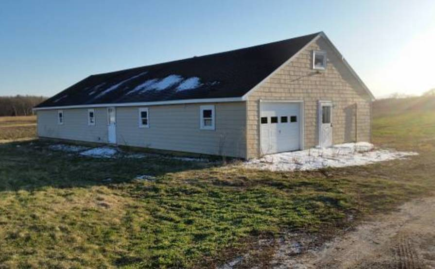 Garage, heated all seasons available for rent