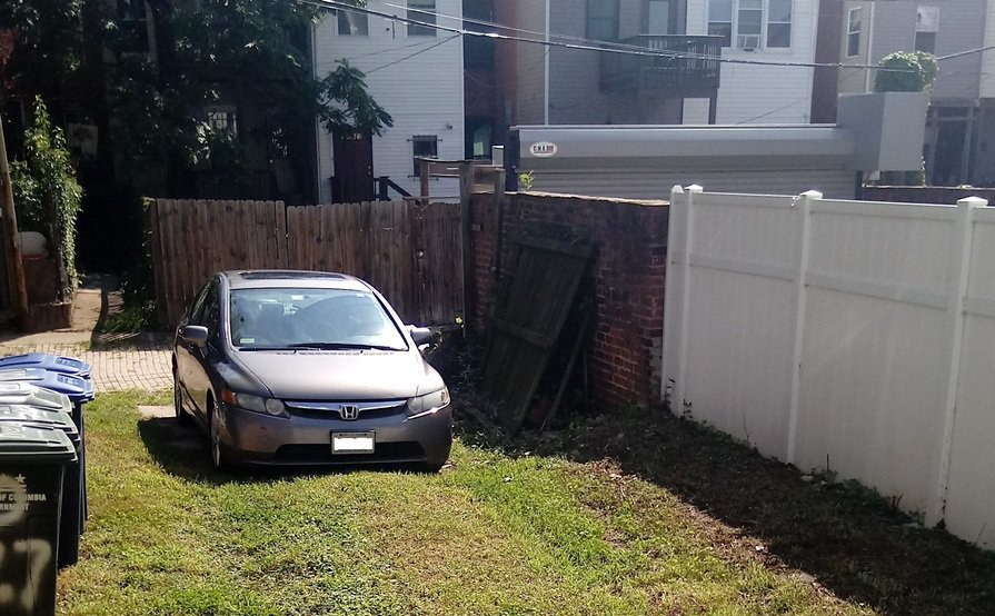 Private Parking Available, Near metro/Union Station