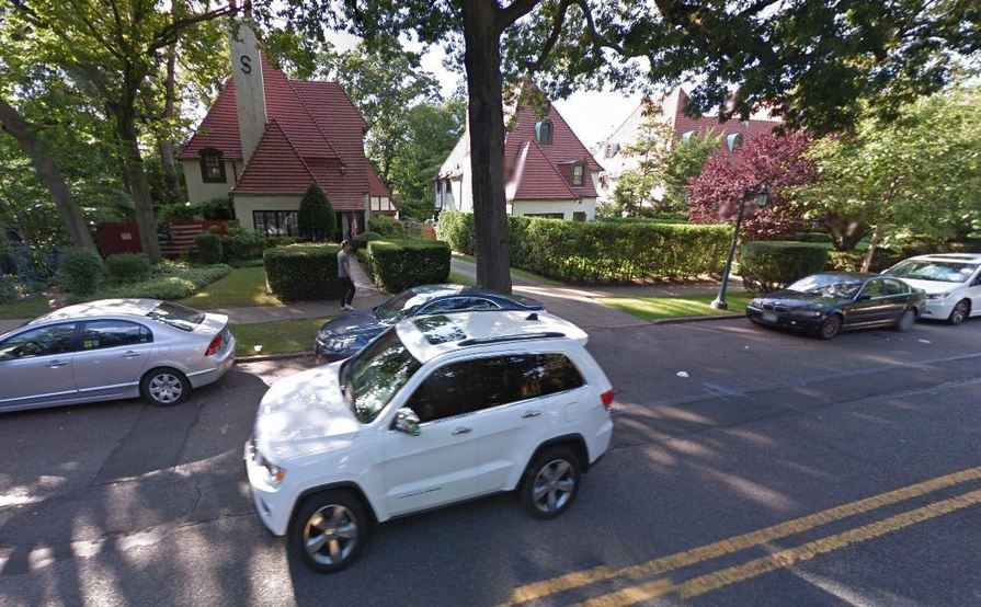 Safe driveway parking space in Forest Hills