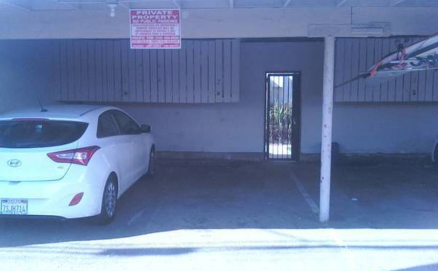 Secure parking space in Mid-City