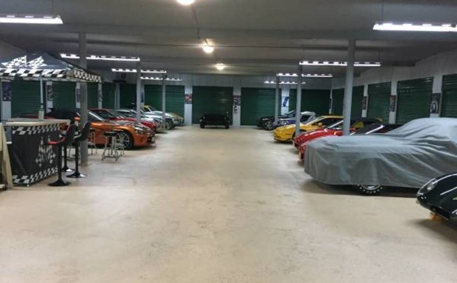 Great spot for vehicle storage in Plainfield