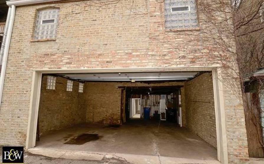 Safe garage space in Wicker Park