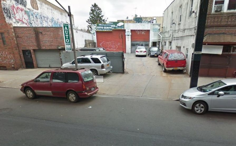 Private parking space in Ozone Park